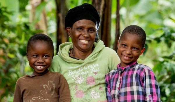 Zwei kleine afrikanische Mädchen