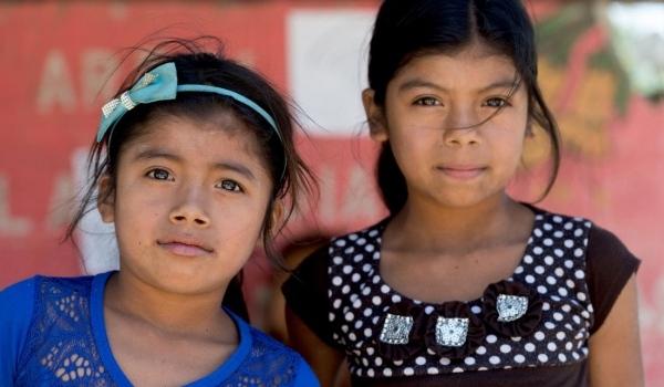 Zwei Mädchen aus Guatemala