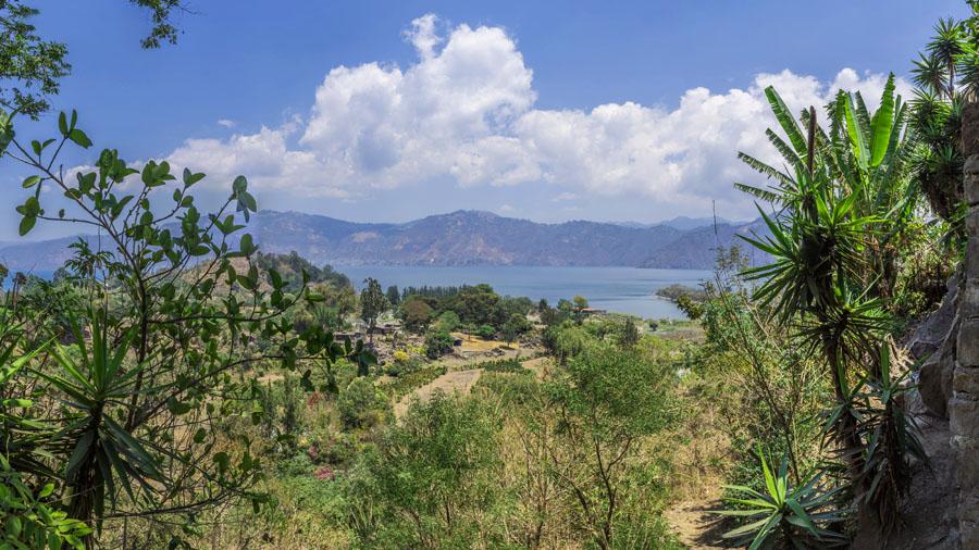 Der See Atitlan in Guatemala